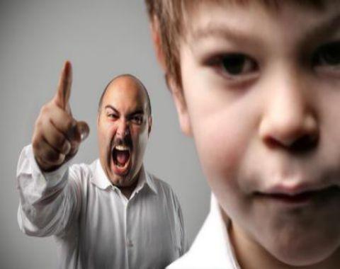 در تربیت فرزندمان سختگیر باشیم؟